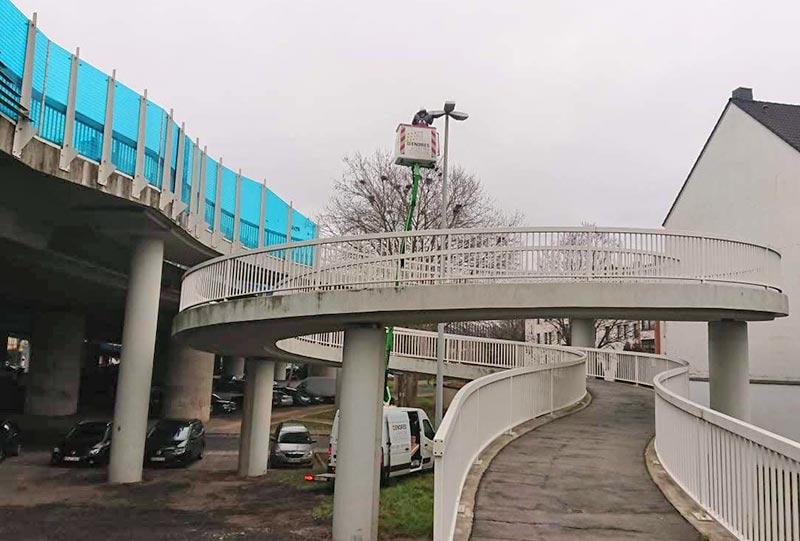 An der Rheinbrücke werden die Straßen nun energieeffizient beleuchtet