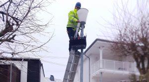 Nicht nur im Steiger sondern auch mit der Leiter wird gearbeitet.