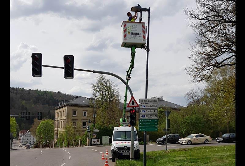 Mopderne LED Technik für Nagold - Monteur im Steiger