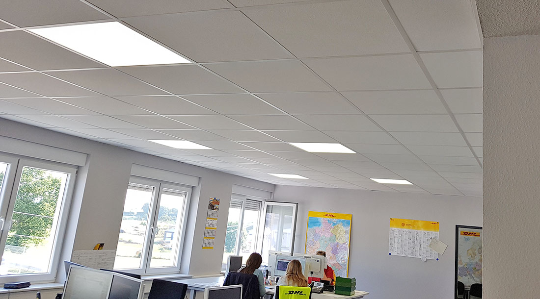 Das Bürogebäude der DHL Freight GmbH wurde mit LED-Panels ausgestattet.