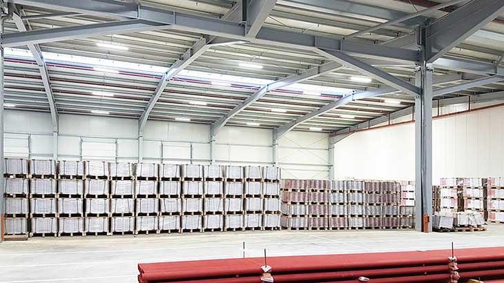 Moderne LED Beleuchtung für Lagerhallen, hier Spedition Ludwig in Dreis-Brück