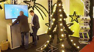 Auf dem Messestand ist eine neue Kreation von ENDRES Lighting zu sehen. Ein selbststehender Weihnachtsbaum mit 45 LED Leuchtmitteln