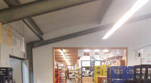 In den Verkaufsräumen des Marktes wurden Pandia Laliniaris Langfeldleuchten installiert